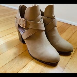 Bonnibel Tan Heel Booties Size 9